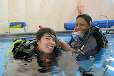 Samantha and Katherine demonstrate excellent buddy skills at a pool session in Tallahassee with SCUBA instructor Gabrielle